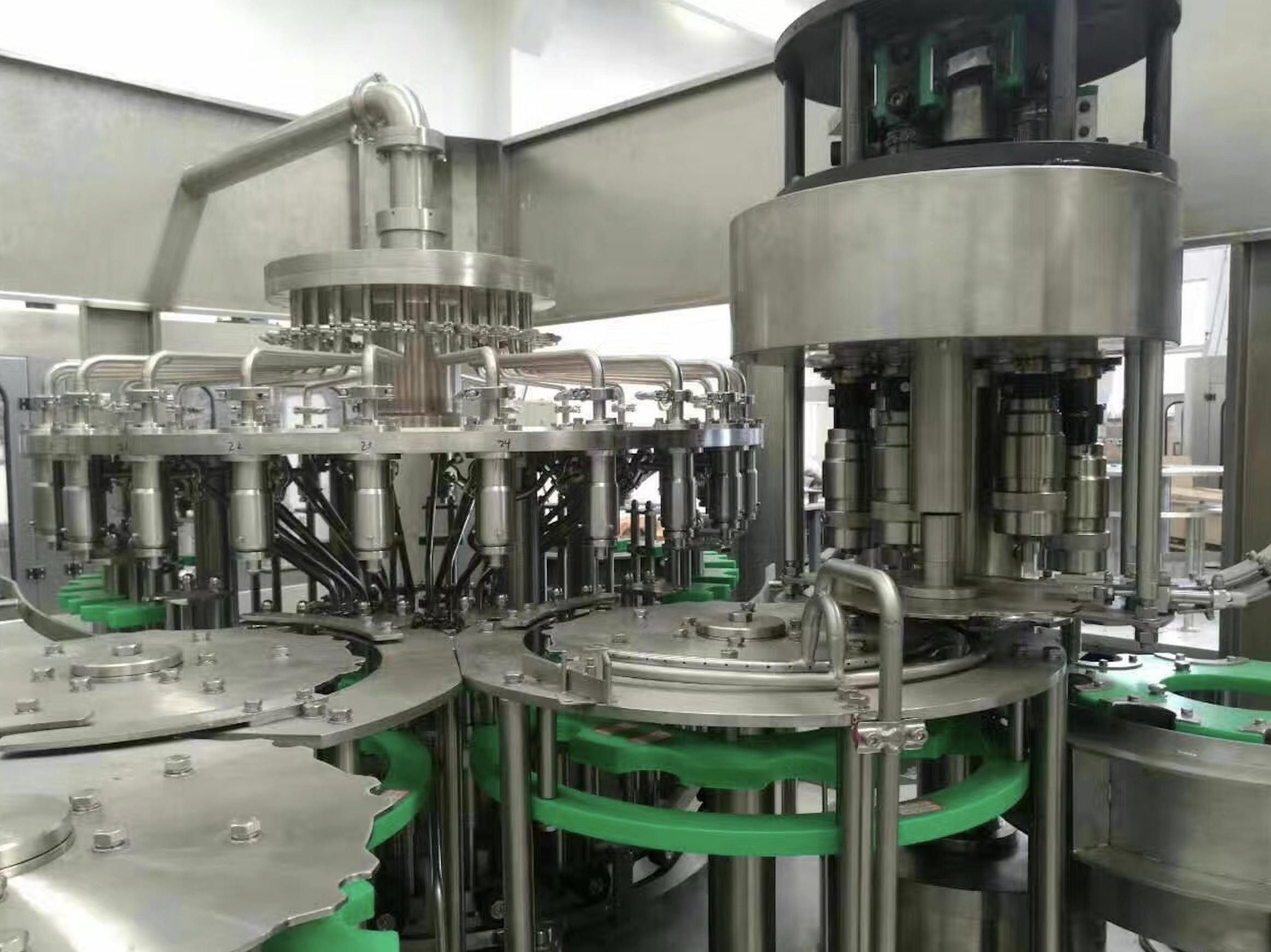 Round / Square Bottle Beverage Production Equipment , Drinking Beverage Filling Machine