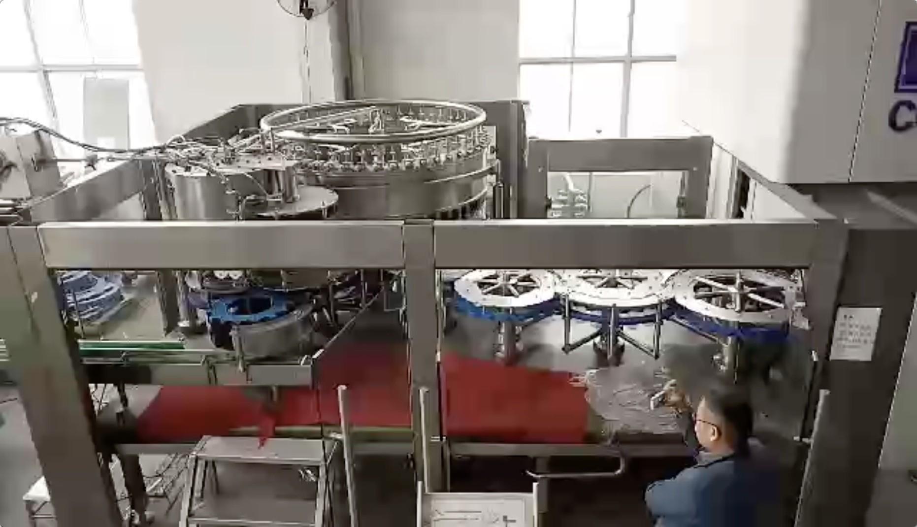 Round / Square Bottle Beverage Production Equipment , Drinking Beverage Filling Machine