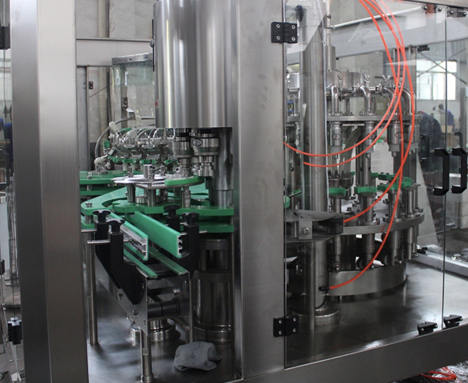 Soda Water / Carbonated Beverage Filling Line 6000 BPH -8000BPH For 500 ML PET Bottle