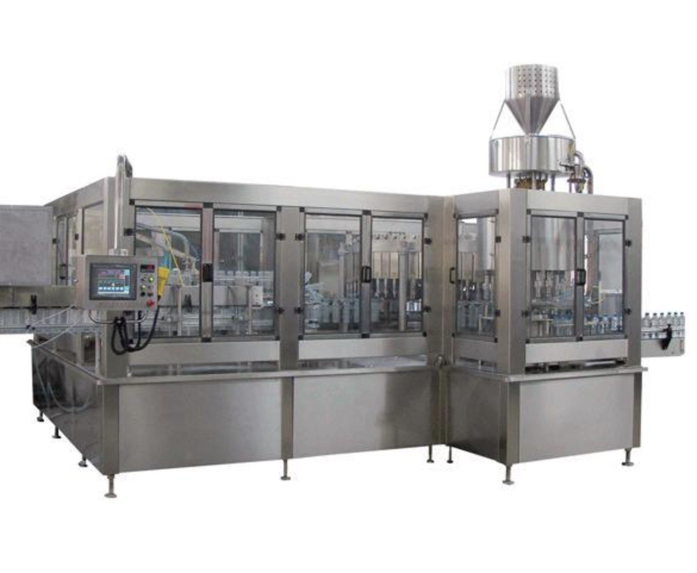 6000 BPH – 8000BPH Soda Water / Carbonated Beverage Filling Machine For 500 ML PET Bottle