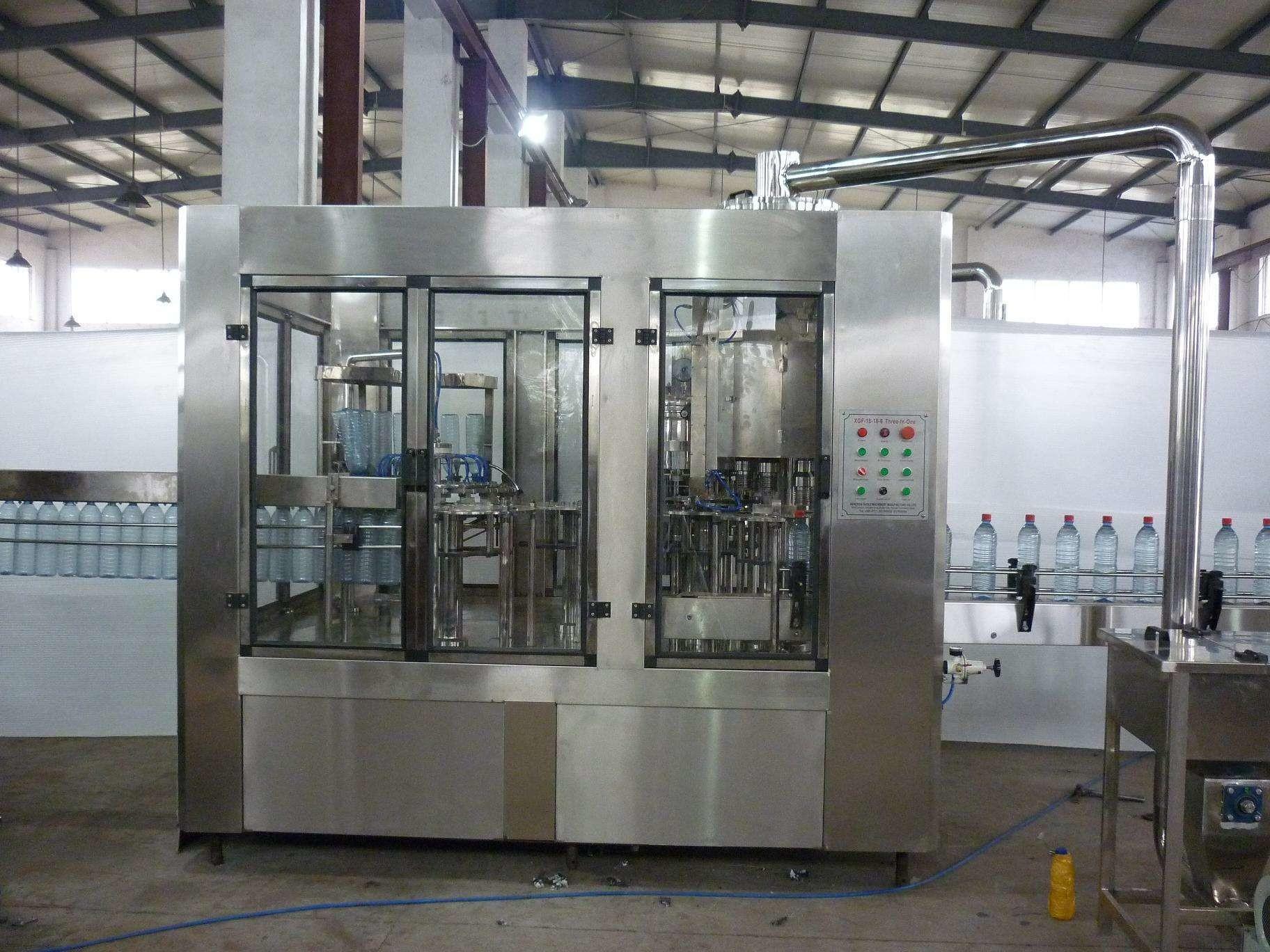 2000 – 18000 BPH Automatic Water Filling Machine , Commercial Fruit Juice Production Line