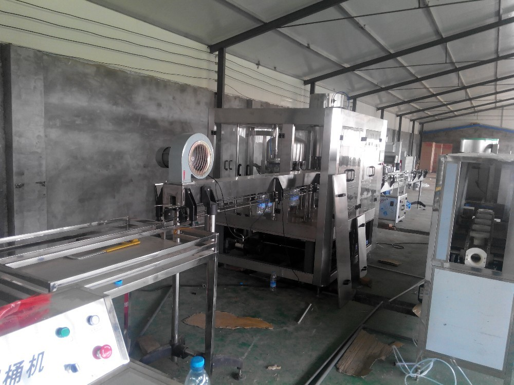 Stable Mineral Drinking Water Production Line Automatic 3000 – 28000 BPH High Capacity